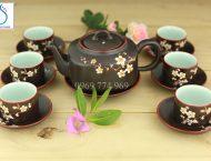 Bộ trà ấm vuông men nâu khắc hoa Đào
