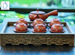 Bộ trà gốm tử sa khắc hoa dây đỏ, quai ngang
