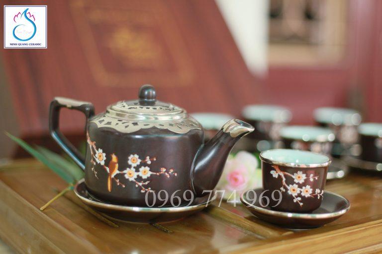 Bộ trà vai vuông men nâu khắc hoa Đào bọc đồng