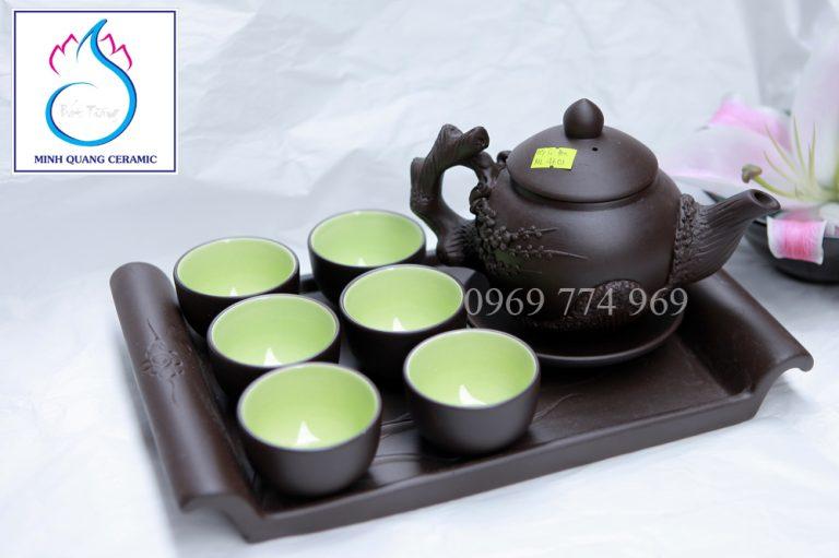 Bộ trà gốm đen đắp nổi hoa đào