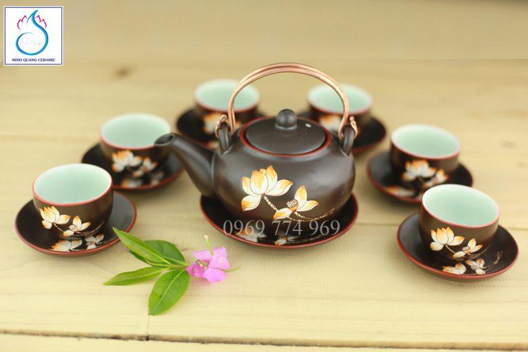 Bộ trà Kim Quy men nâu khắc hoa Sen